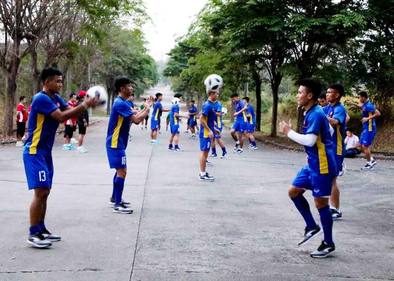 Olympic Việt Nam vừa đặt chân đến Indonesia đã gặp khó - ảnh 6