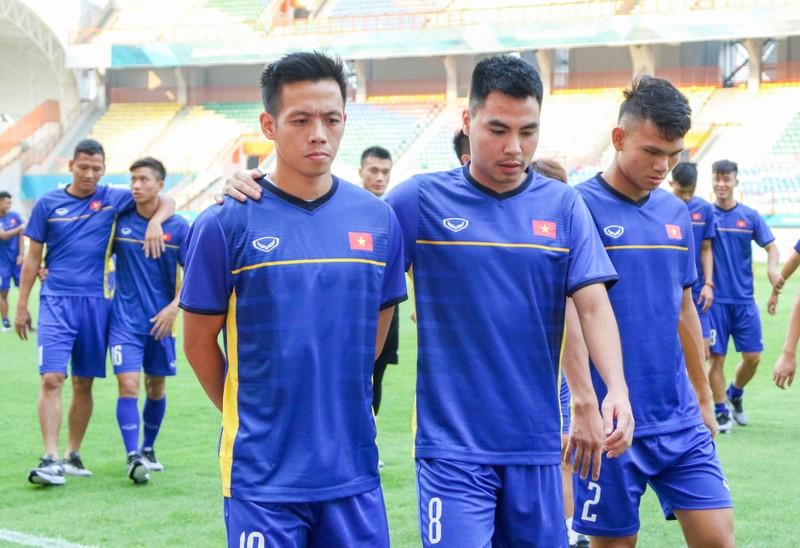 Olympic Việt Nam vừa đặt chân đến Indonesia đã gặp khó - ảnh 1