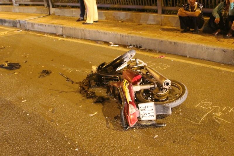 Trên đường về nhà, nam phụ hồ gặp tai nạn, bị nát 2 chân - ảnh 2