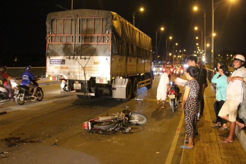 Trên đường về nhà, nam phụ hồ gặp tai nạn, bị nát 2 chân - ảnh 1