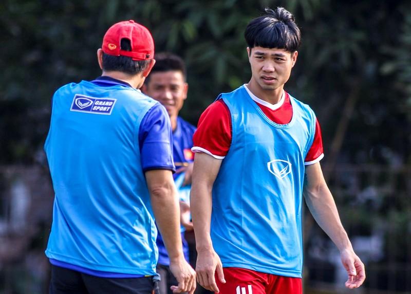Vì sao trợ lý Lee Young-jin theo dõi sát sao Công Phượng? - ảnh 8