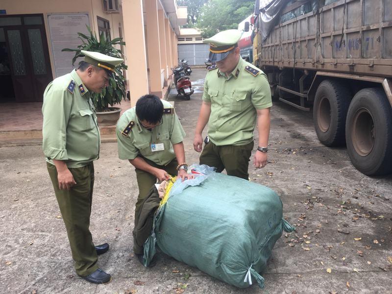 14 tấn quần áo ngoại nhập lớn nhất từ trước đến nay ở Đắk Lắk  - ảnh 1