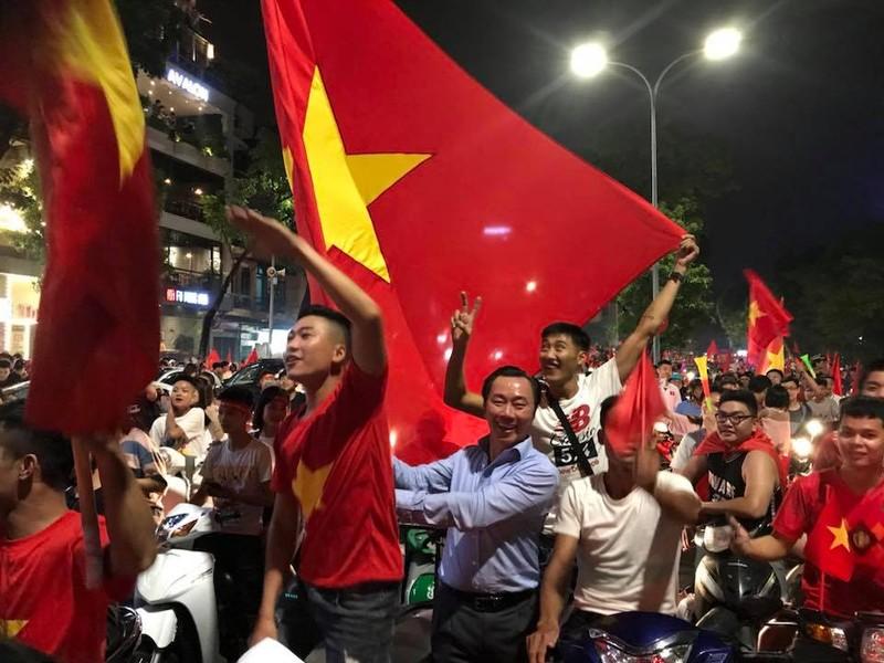 Thủ tướng chúc mừng HLV Park Hang-seo và Olympic Việt Nam - ảnh 1