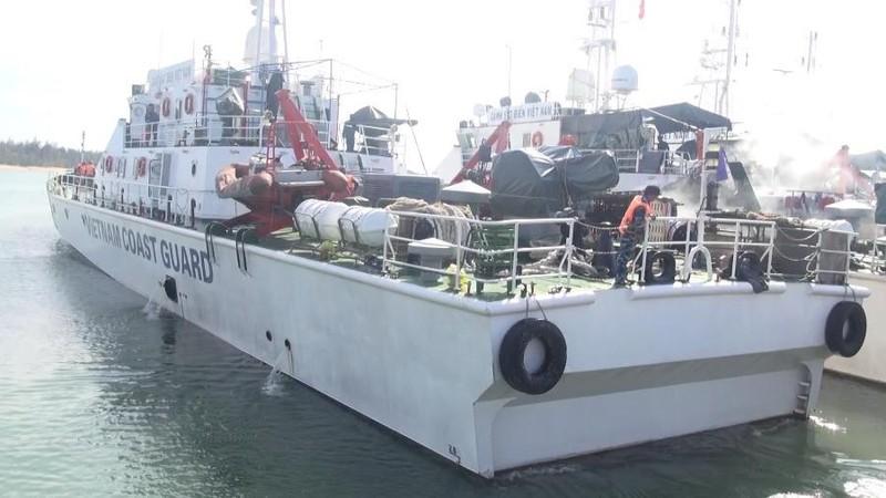 Tàu Cảnh sát biển ra Hoàng Sa cứu nạn 6 ngư dân - ảnh 1