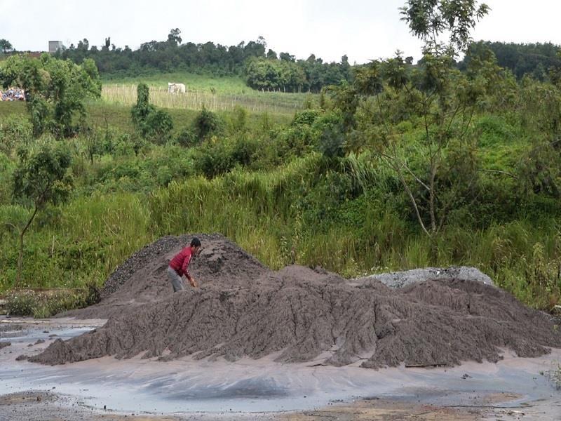 Đắk Nông chỉ đạo xử lý vụ chất thải đổ trái phép ra môi trường - ảnh 1