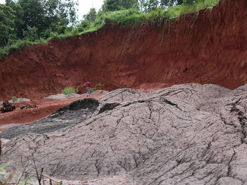Đắk Nông chỉ đạo xử lý vụ chất thải đổ trái phép ra môi trường - ảnh 2