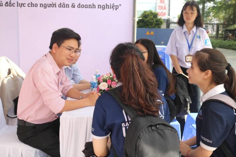 Sinh viên luật hào hứng tham gia ngày hội hướng nghiệp - ảnh 3