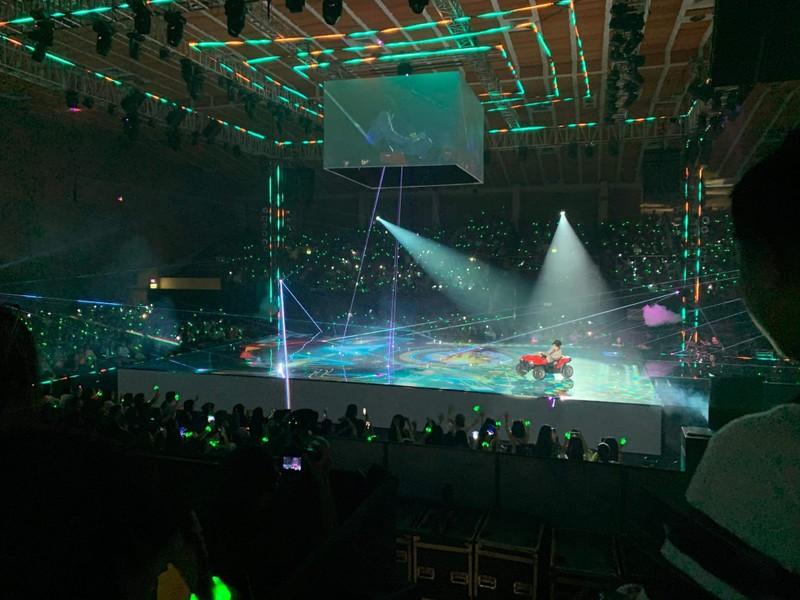 Vũ Cát Tường té trên sân khấu xuống đất trong liveshow  - ảnh 3