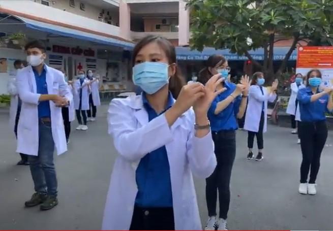 Thích thú những clip chống COVID-19 của các bệnh viện - ảnh 1