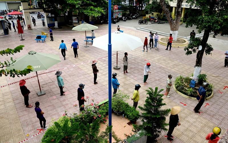 Nha Trang lắp ATM gạo phục vụ người khó khăn trong mùa dịch  - ảnh 1