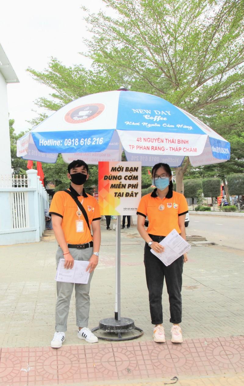 Ninh Thuận điều xe hỗ trợ thí sinh xa nhà  - ảnh 2