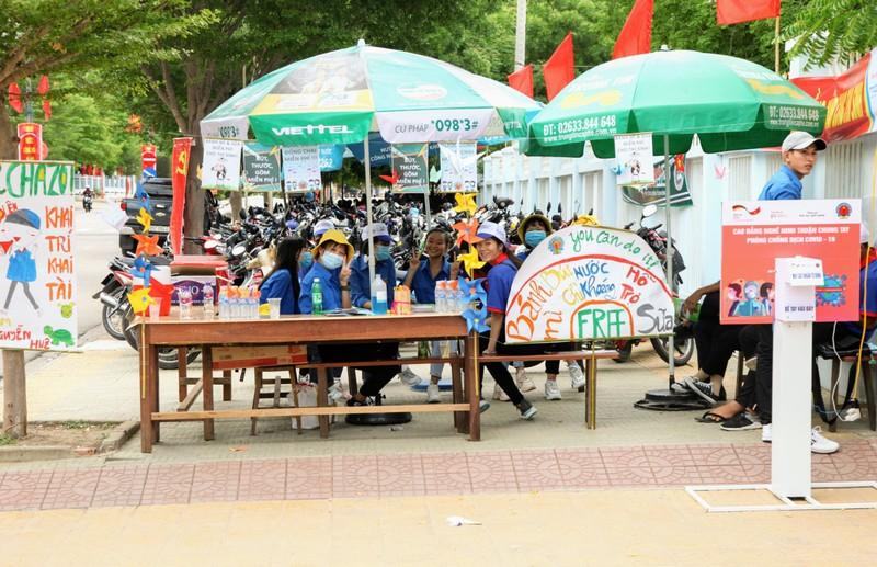 Ninh Thuận điều xe hỗ trợ thí sinh xa nhà  - ảnh 3
