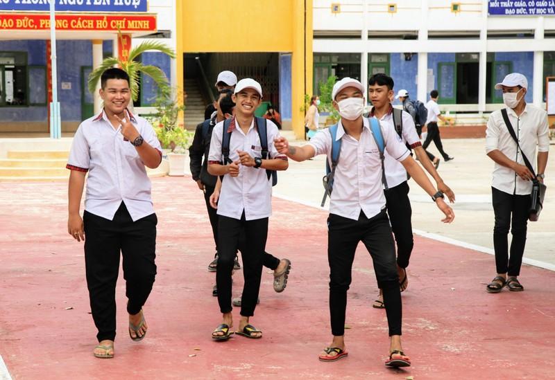Ninh Thuận điều xe hỗ trợ thí sinh xa nhà  - ảnh 4
