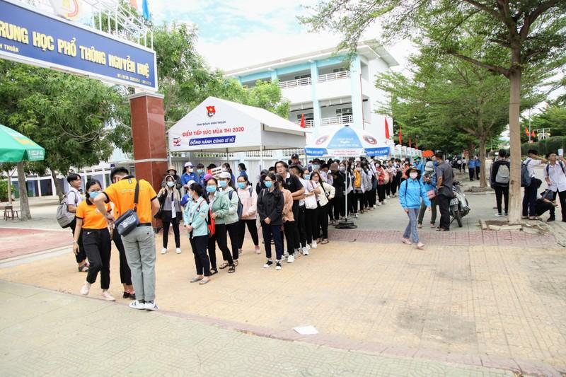 Ninh Thuận điều xe hỗ trợ thí sinh xa nhà  - ảnh 5
