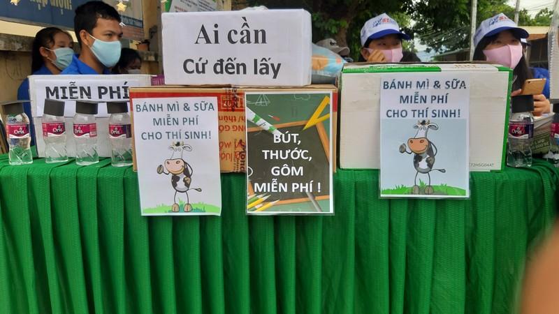 Ninh Thuận điều xe hỗ trợ thí sinh xa nhà  - ảnh 6