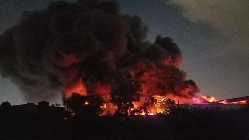 Cháy lớn trong KCN Tân Tạo, TP.HCM - ảnh 1
