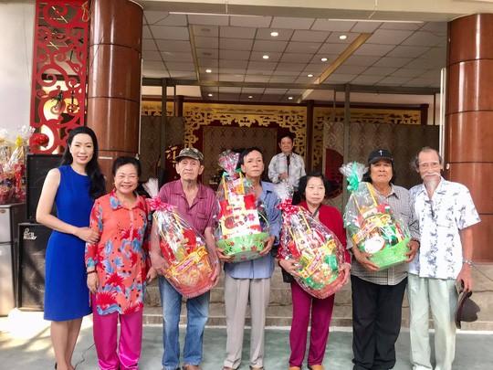 NSƯT Trịnh Kim Chi trao quà Tết tại Khu dưỡng lão nghệ sĩ - ảnh 1