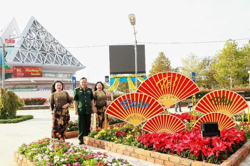 Ngắm vườn hoa xuân Tân Sửu 2021 đặc sắc tại Ninh Thuận - ảnh 3