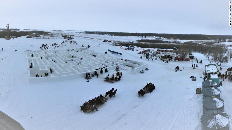 Cận cảnh mê cung tuyết khổng lồ phá kỷ lục thế giới - ảnh 3