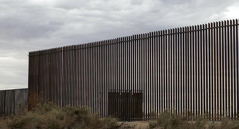 Ông Trump yêu cầu chi 8,6 tỉ USD xây tường biên giới - ảnh 1