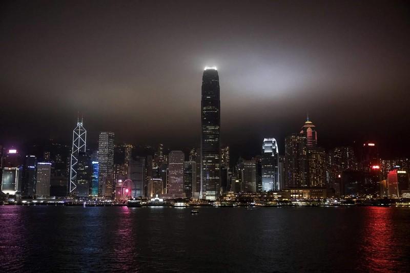 Cảng Victoria (Hong Kong) tắt đèn trong một tiếng đồng hồ cho giờ Trái đất. Ảnh: AFP 1