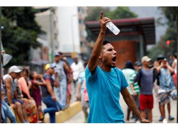 Người dân Venezuela biểu tình, chặn đường phản đối chính phủ - ảnh 4