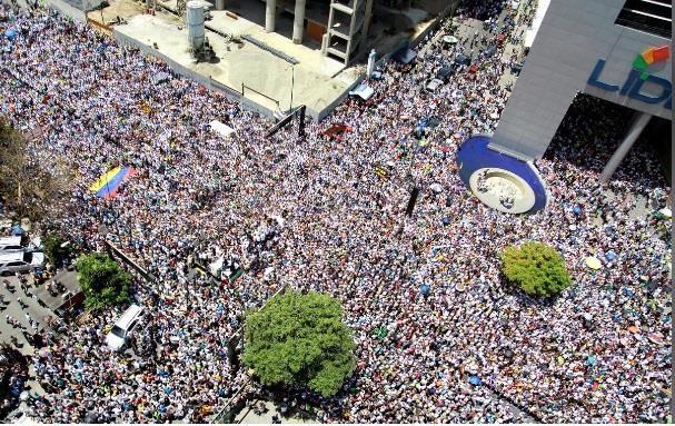 Người dân Venezuela biểu tình đòi điện và nước sinh hoạt - ảnh 2