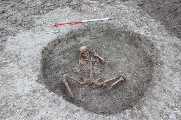 """Bí hiểm """"hài cốt người bị hiến tế"""" 3000 năm tại Anh - ảnh 1"""