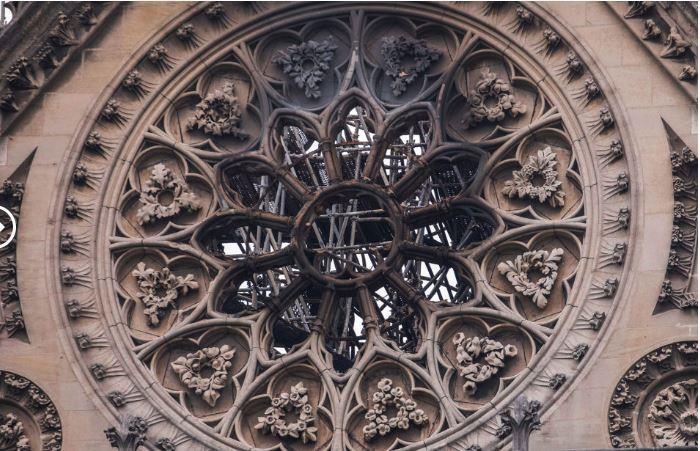 Một công trình đá phía trên của nhà thờ. Ảnh: Huffpost 2