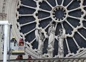 Cảnh sát thẩm tra công nhân tu bổ Nhà thờ Đức Bà trước vụ cháy - ảnh 1