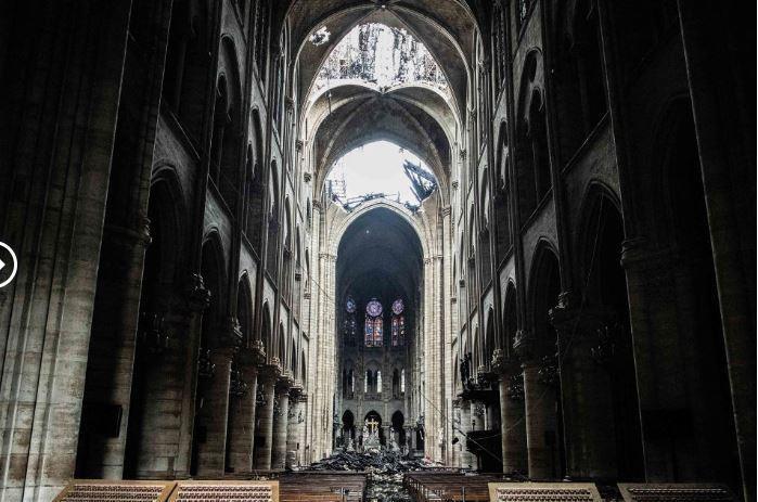 So sánh Nhà thờ Đức Bà Paris trước và sau vụ cháy - ảnh 10