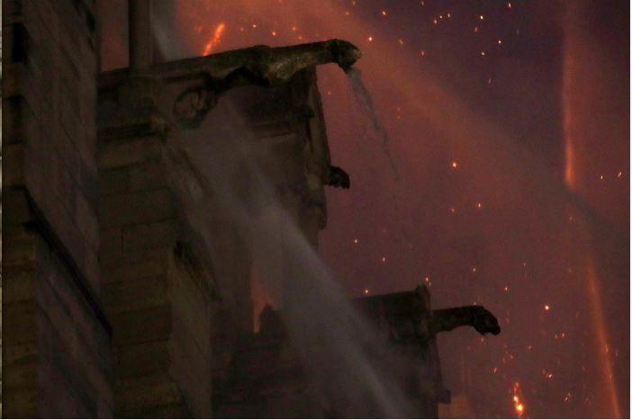 So sánh Nhà thờ Đức Bà Paris trước và sau vụ cháy - ảnh 6