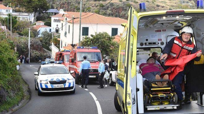 Bồ Đào Nha: Lật xe chở du khách Đức làm chết 28 người - ảnh 2