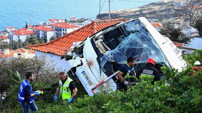 Bồ Đào Nha: Lật xe chở du khách Đức làm chết 28 người - ảnh 1