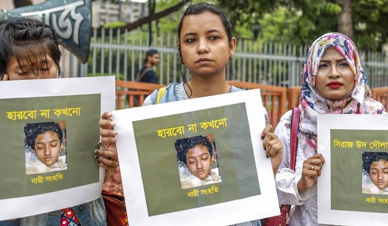 Tố hiệu trưởng sàm sỡ, nữ sinh Bangladesh bị thiêu sống  - ảnh 1