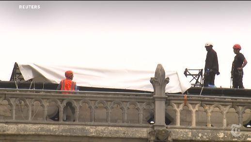 Chạy đua che chắn Nhà thờ Đức Bà Paris trước đợt mưa lớn - ảnh 1