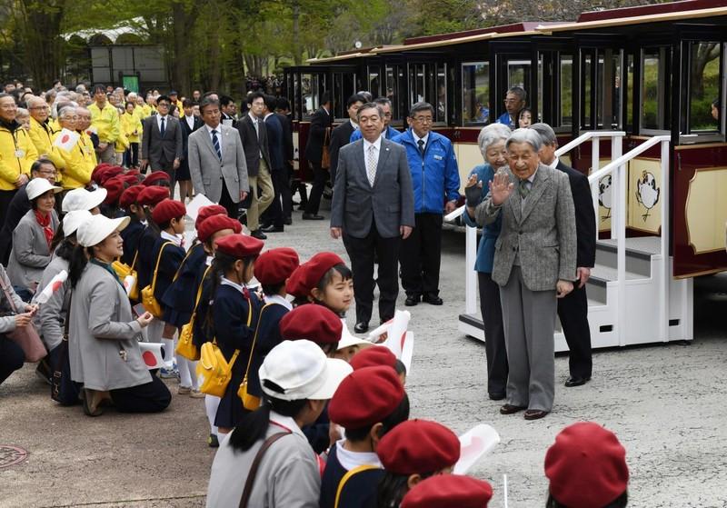 Loạt ảnh về cuộc đời của Nhật hoàng Akihito - ảnh 23