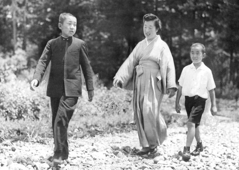 Loạt ảnh về cuộc đời của Nhật hoàng Akihito - ảnh 3
