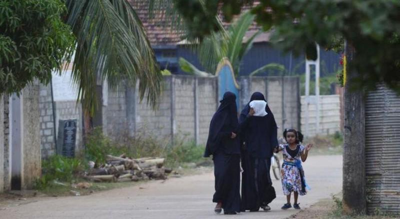 Sri Lanka cấm phụ nữ Hồi giáo che mặt - ảnh 1