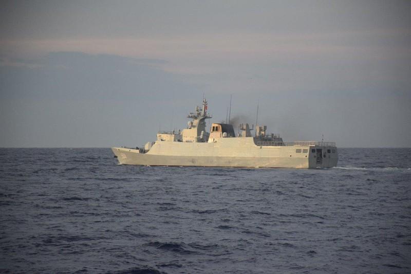 Phát hiện tàu chiến Trung Quốc tiến sát bãi cạn Scarborough - ảnh 1