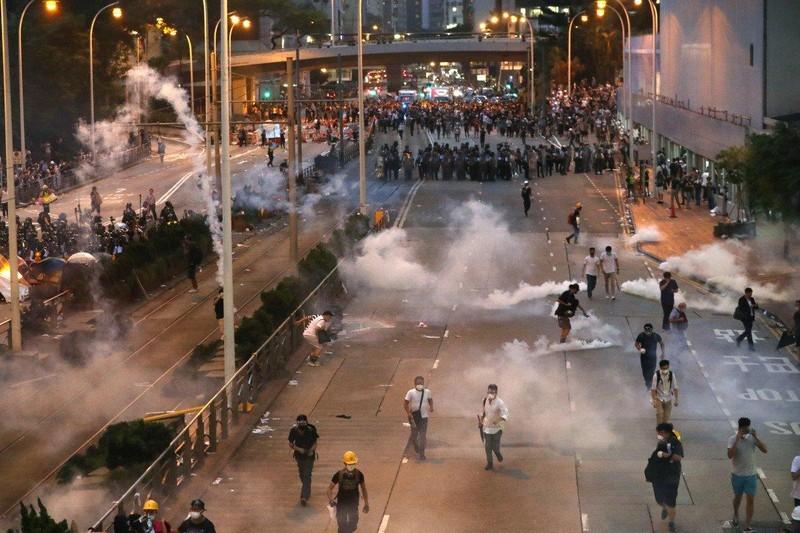 Cảnh sát Hong Kong công bố khí tài dùng đối phó biểu tình  - ảnh 1
