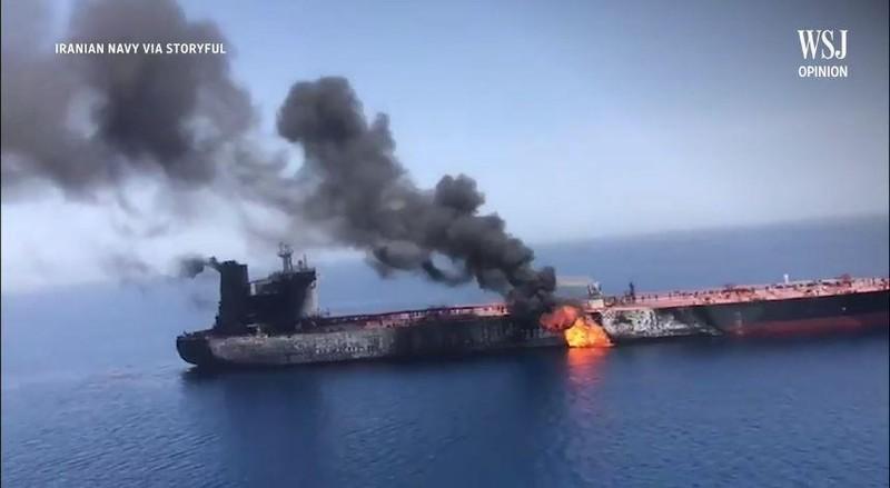 Mỹ có bằng chứng Iran đứng sau vụ hai tàu bị ngư lôi bắn - ảnh 1