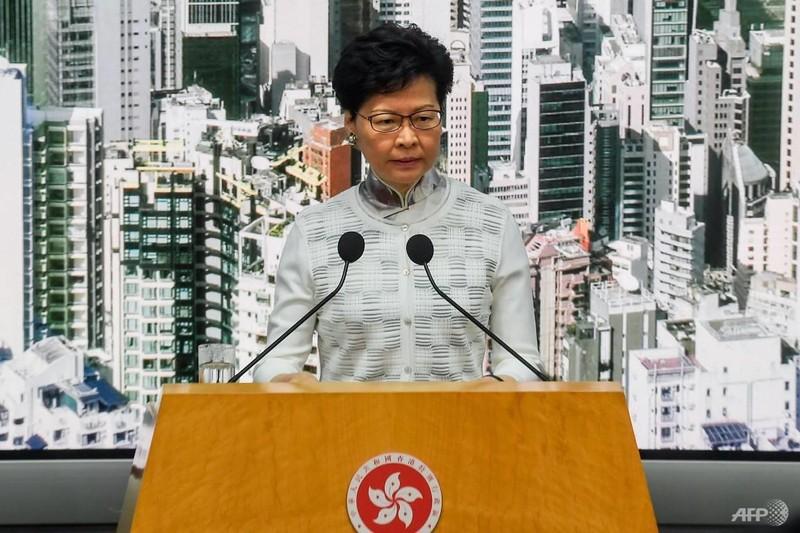 Lãnh đạo Hong Kong chính thức xin lỗi dân chúng - ảnh 1