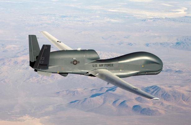 Mỹ cấm bay gần không phận Iran - ảnh 2