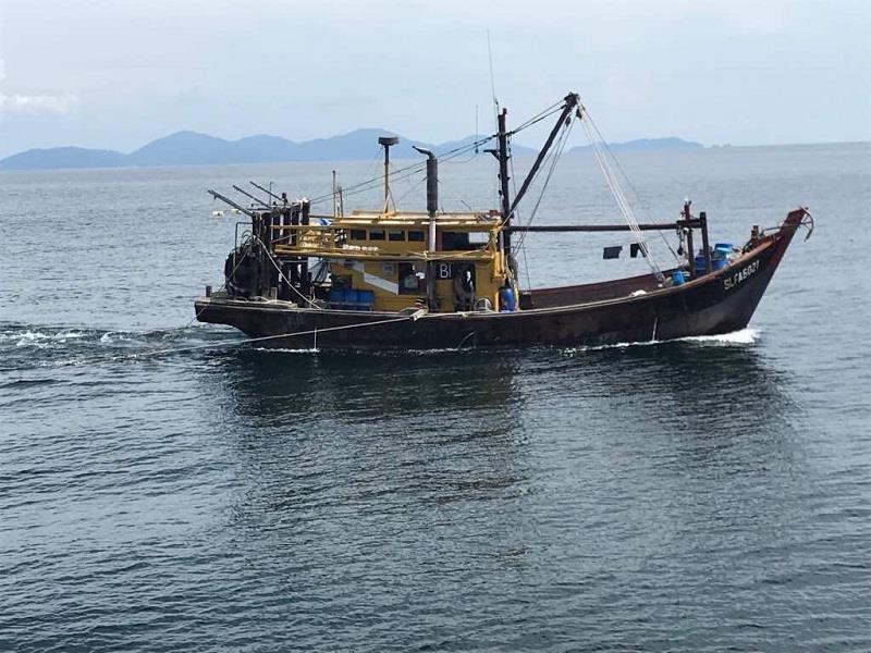 Malaysia bắt giữ hai tàu cá cùng ngư dân Việt Nam  - ảnh 1