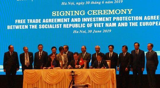 Việt Nam và EU chính thức ký kết hiệp định thương mại tự do - ảnh 1