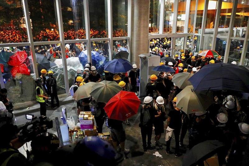 Báo Trung Quốc: 'Không khoan nhượng' với biểu tình Hong Kong - ảnh 1