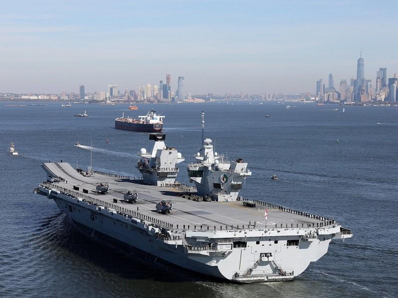 200 tấn nước tràn tàu sân bay Anh, 3 thuỷ thủ suýt chết đuối  - ảnh 1
