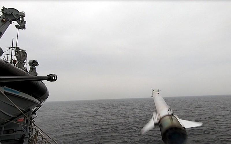 Anh thử nghiệm tên lửa tấn công tàu nhỏ giữa căng thẳng Iran - ảnh 2