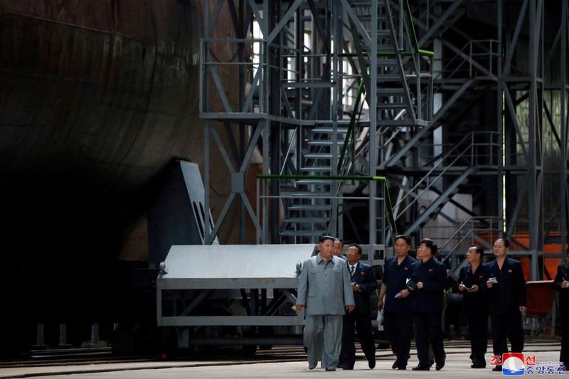Cận cảnh tàu ngầm 'cảm tử' mới công bố của Triều Tiên  - ảnh 2